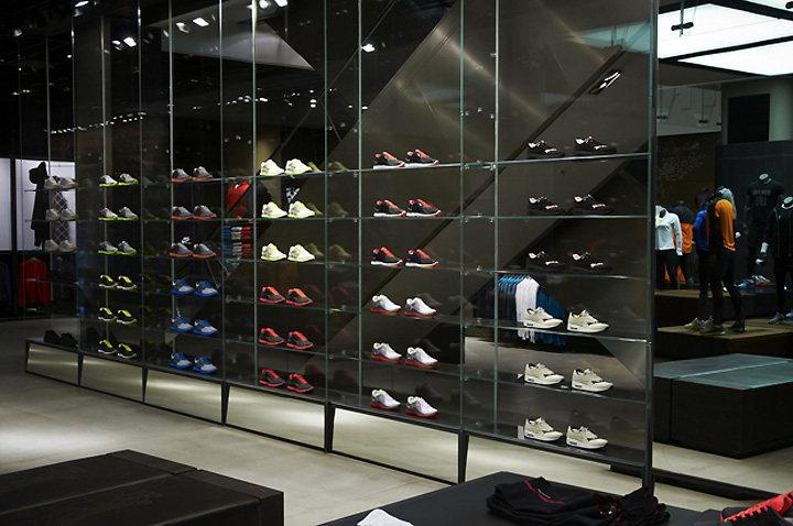 室內 商業展示空間 工業風格 倫敦牛津廣場耐克運動城工業風格室內