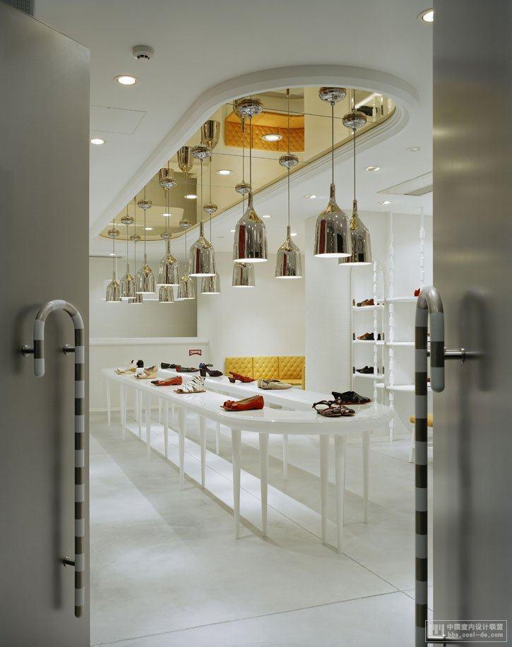 国外专卖店设计-东京camper店混搭风格室内设计实景图