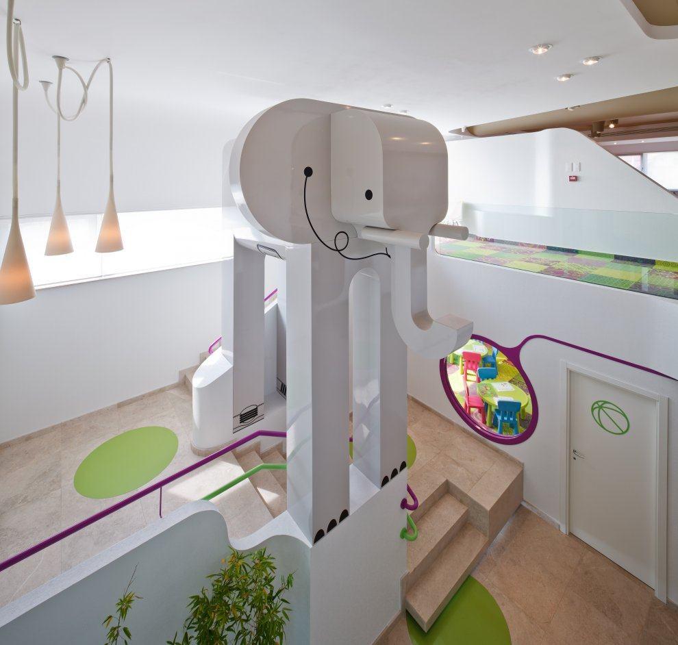 布加勒斯特菲尔 - 游乐场及餐厅现代风格室内设计实景