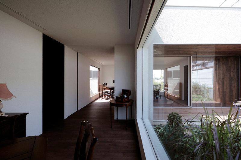 日本秋山别墅咖啡馆现代风格室内设计实景图