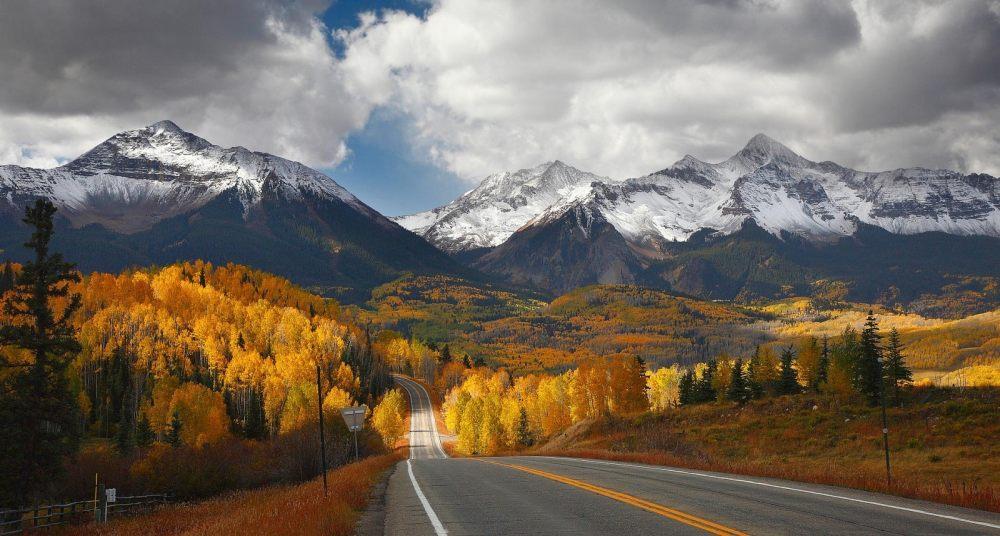 背景 自然图片 自然风景 雪山下的公路摄影图 高清背景图片 壁纸
