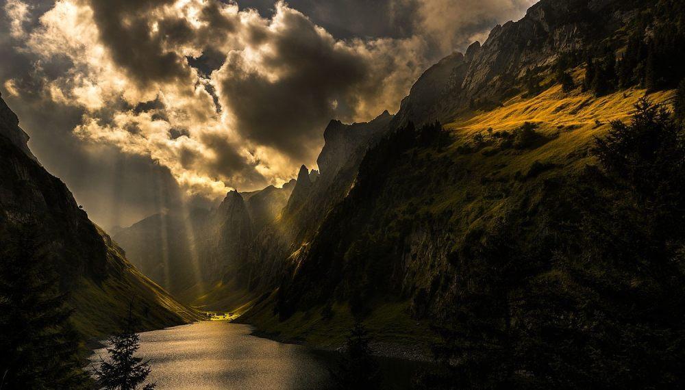 自然图片 自然风景 山谷里的河流摄影图 高清背景图片 壁纸 大自然