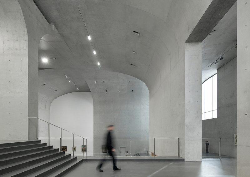 龙美术馆工业风格展厅展览展示室内设计实景图