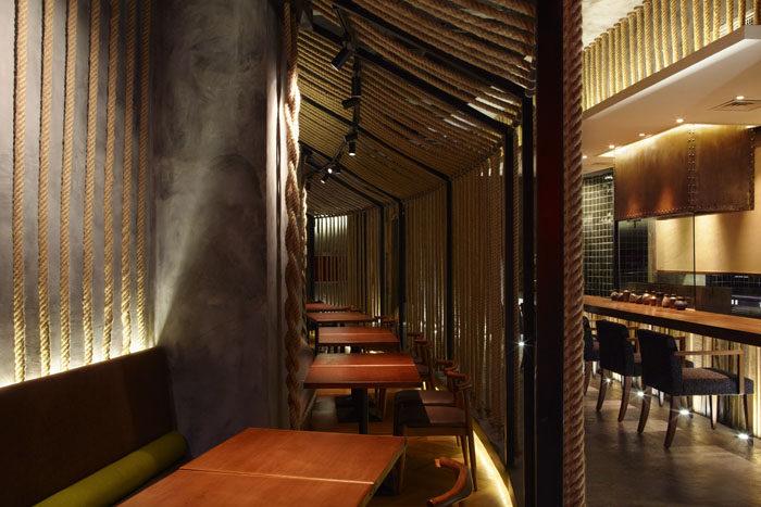 红色日系餐厅--kemuri上海分店工业风格室内装饰装修设计实景图