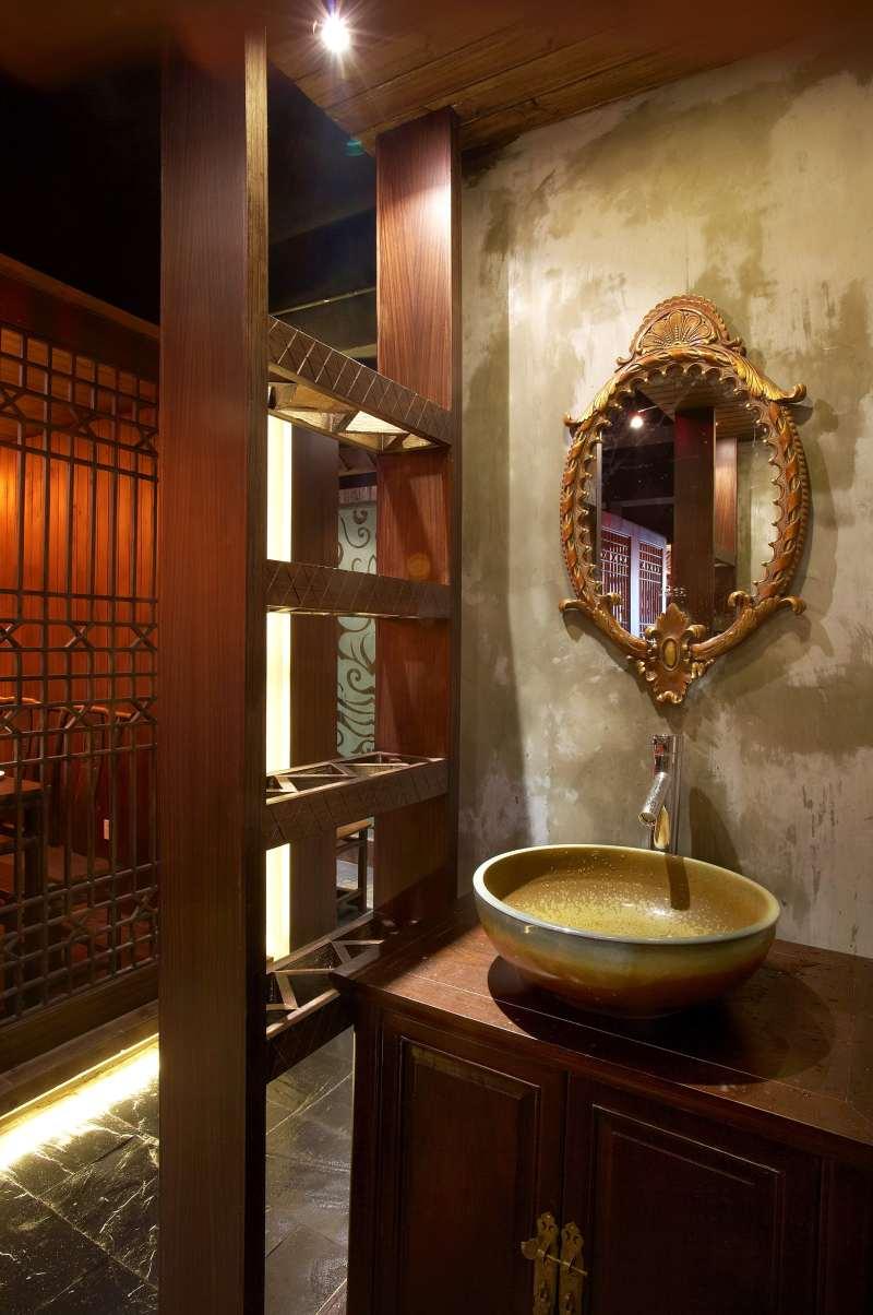 意向江湖龙虾主题餐厅中式风格室内装饰装修设计实景图
