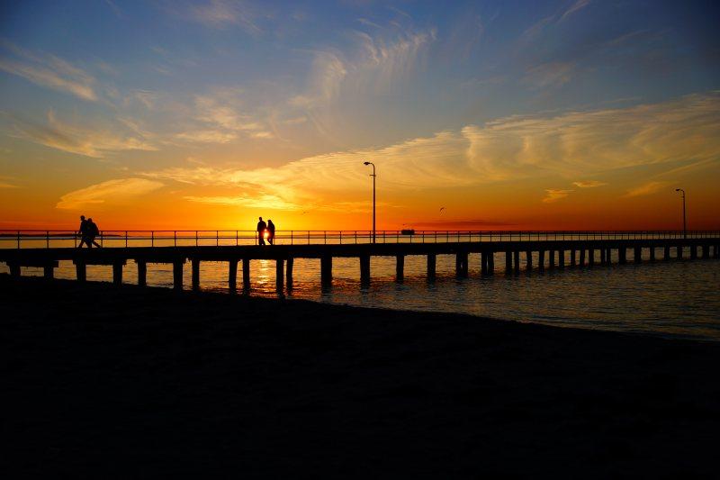 夕阳下的桥与湖 高清自然风景背景摄影图 壁纸