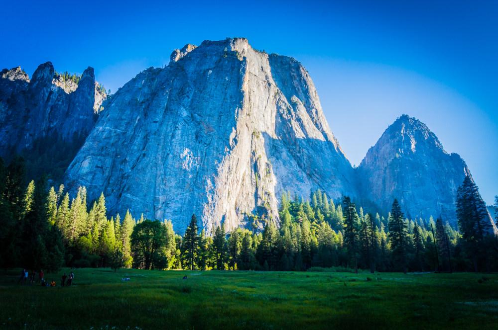 苍蓝的山与树林 高清自然风景背景摄影图 壁纸